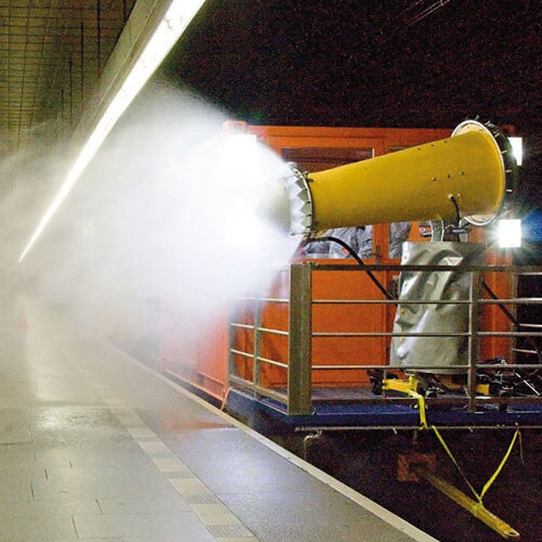 Dezinfekce nástupiště metra